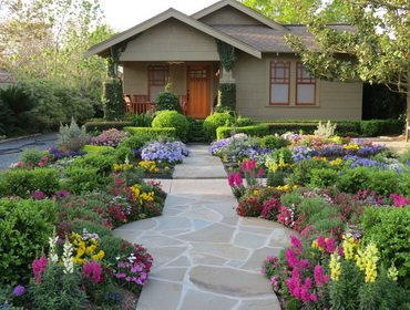 Как украсить красиво газон декоративной отделкой