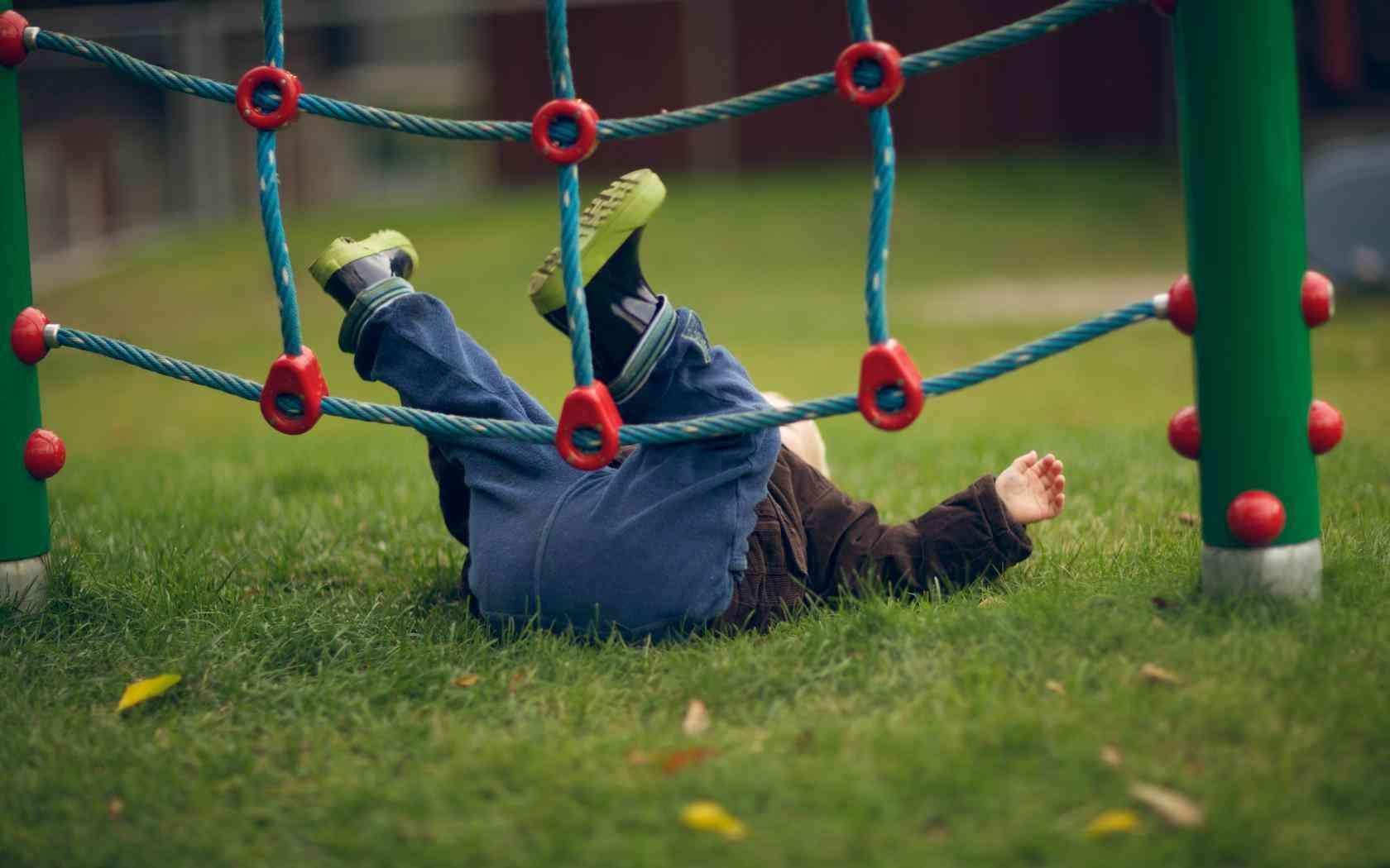 Травмоопасная весна: первая помощь ребенку при ссадинах