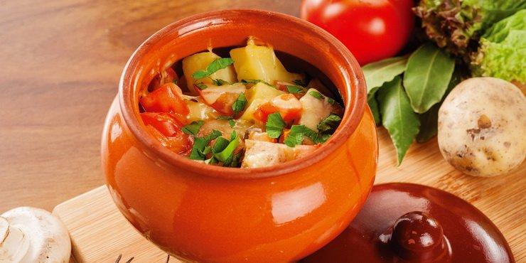 Для того чтобы приготовить рагу из овощей в горшочке, потребуется приготовить следующие ингредиенты