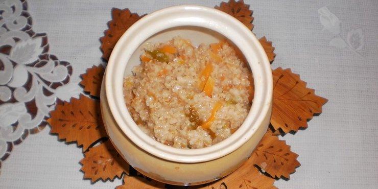 Правильно приготовленная пшеничная каша с овощами в горшочке станет любимым завтраком всей семьи.