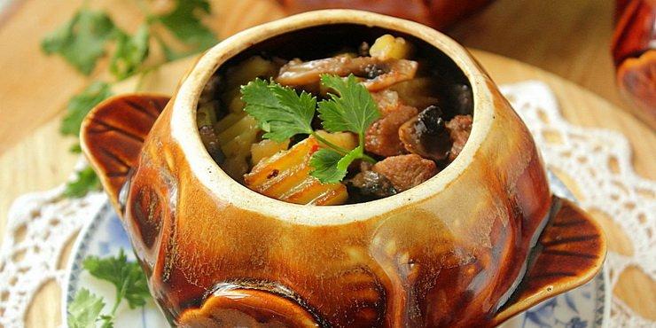 Перед тем как приготовить овощи в горшочке в духовке, следует продумать ингредиенты, которые будут использоваться.