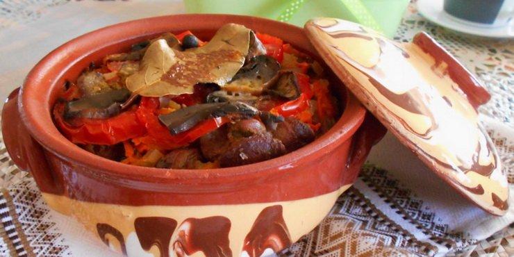 Печень и овощи с грибами