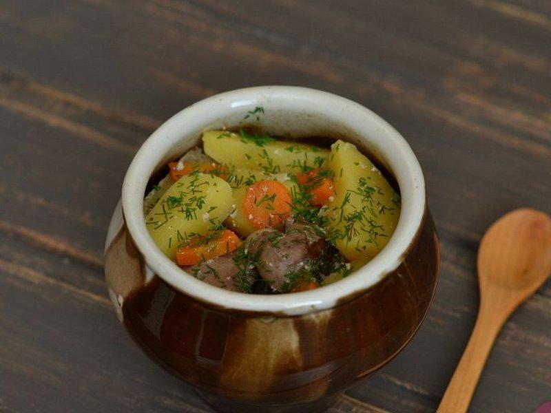 Как приготовить блюдо из свинины в горшочке с картошкой