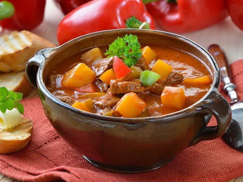 Как приготовить блюдо из свинины в горшочке с картошкой фото