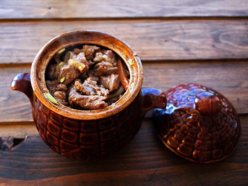 Мясо свинина с кабачками в горшочках: рецепт с фото
