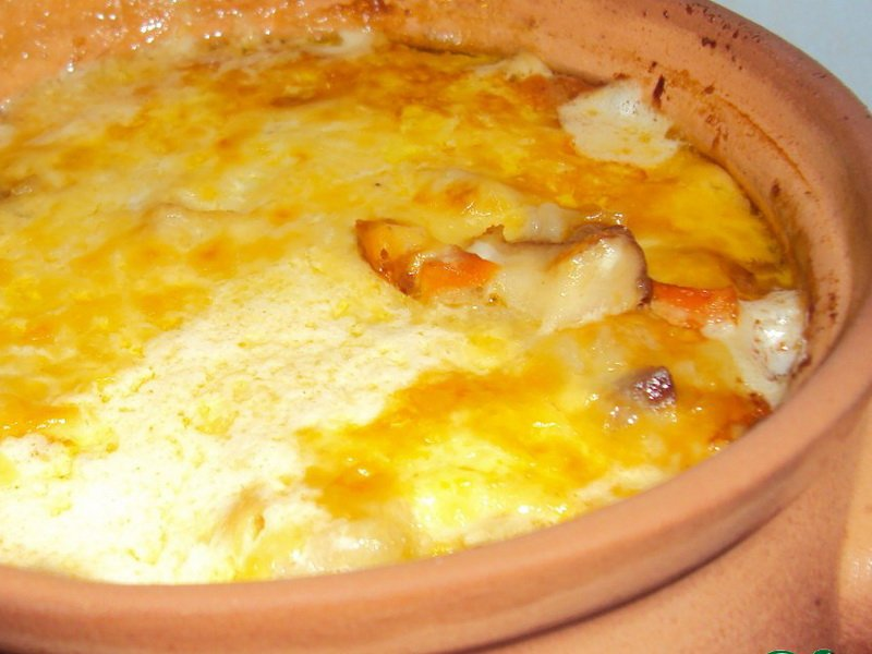 Как запечь свинину с картошкой под сыром в горшочке в духовке фото