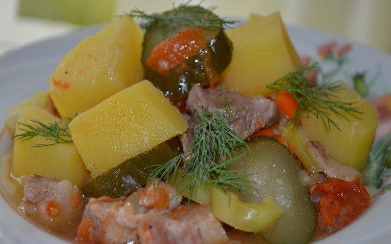 Рецепты блюда из говядины в горшочках в духовке с солеными огурцами