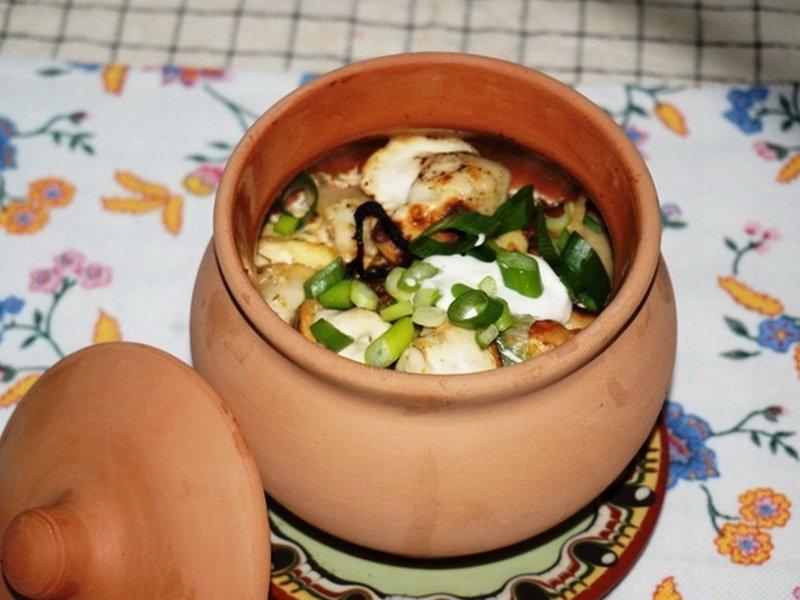 Пельмени с овощами в горшочках
