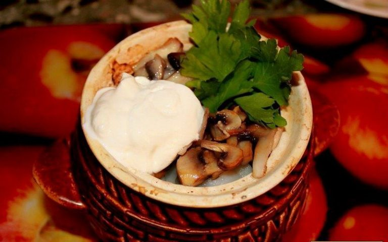 блюда в горшочках с пельменями с фото