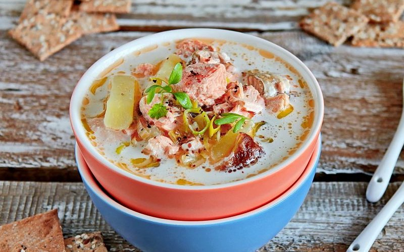 Супы с рыбой и креветками в горшочках фото