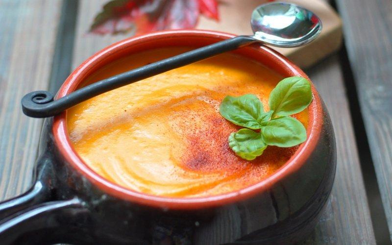Томатный суп на фото