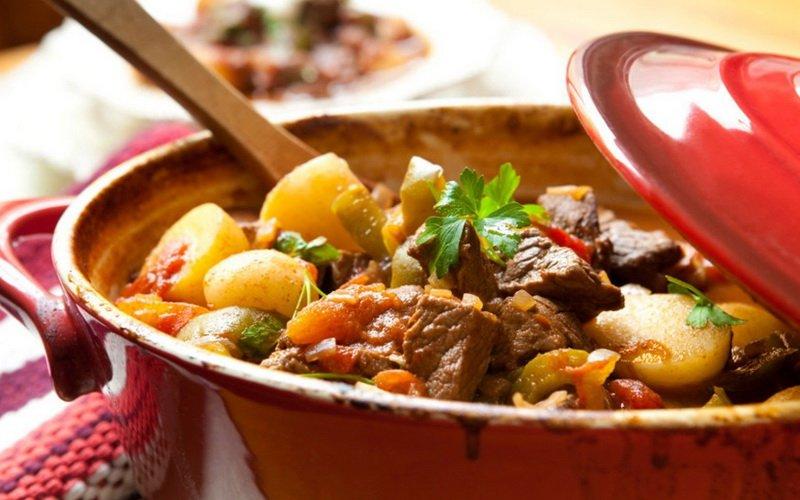 Рецепты, как правильно приготовить жаркое с говядиной в горшочках фото
