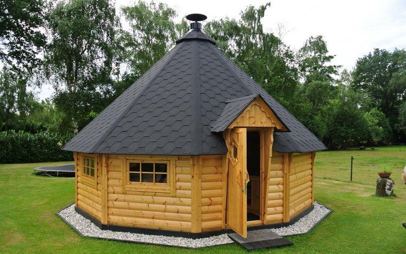Деревянный домик гриль на фото