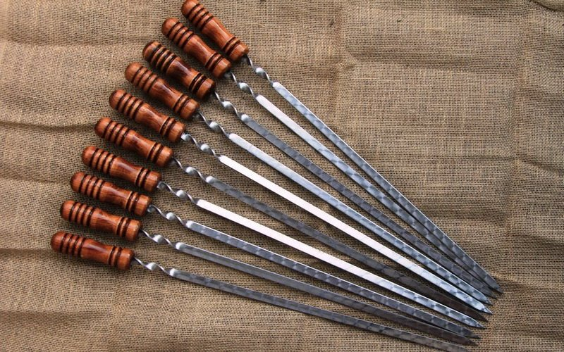Шампуры с деревянными ручками на фото