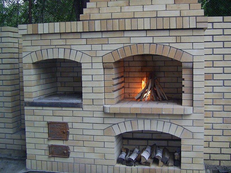 Печь-барбекю топиться дровами