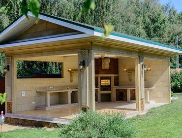 Пристройка дачной летней кухни во дворе частного дома (с фото)