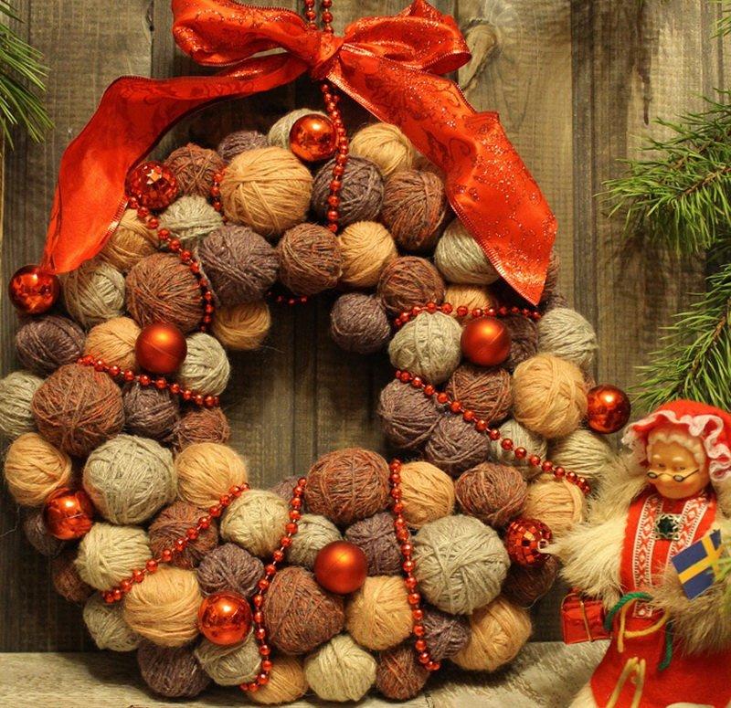 Красивые рождественские венки из ниток своими руками