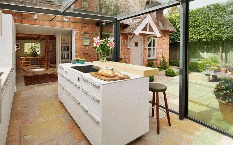 Какую кухню для пристройки к дому выбрать? фото