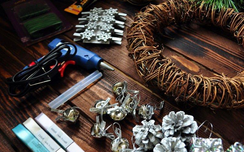 Как сделать искусственный декоративный венок своими руками (с видео)
