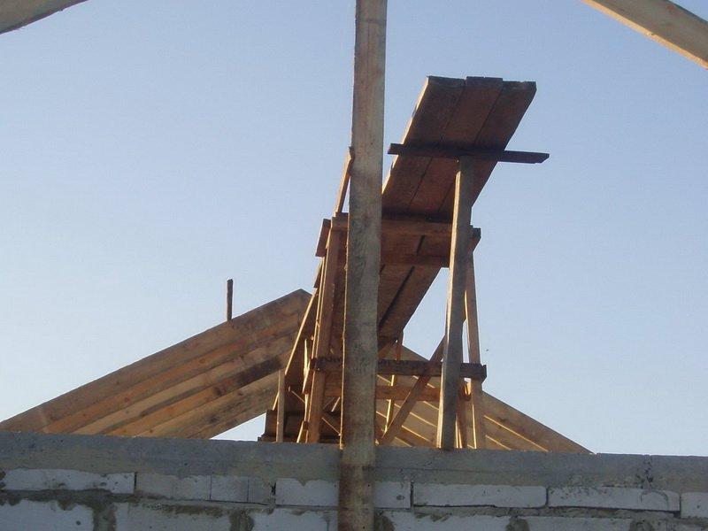 Двускатная крыша своими руками видео