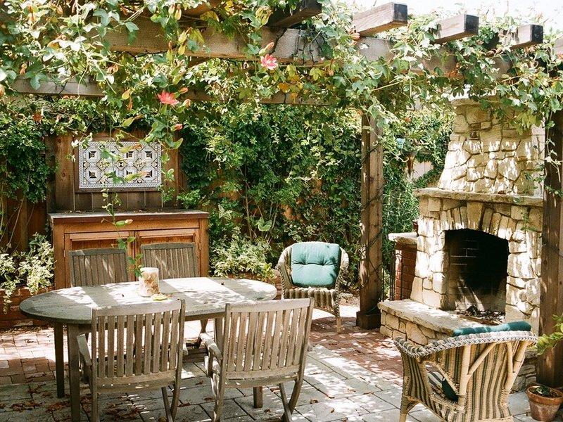Открытая кухня с навесом (фото)