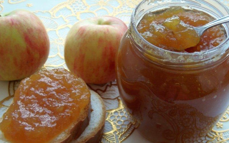 Яблочный джем с ревенем.