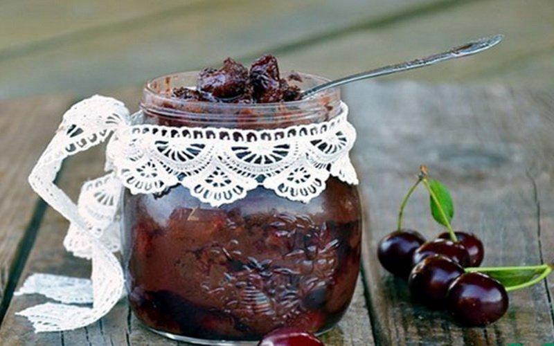 Варенье из винограда и вишни.