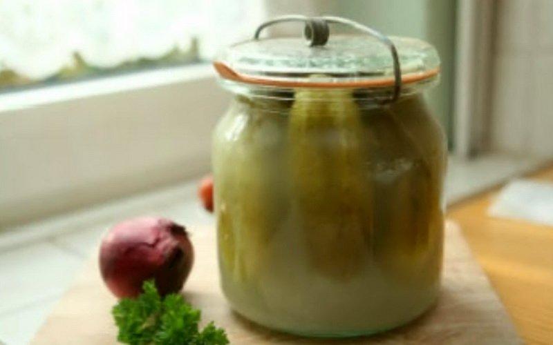 Огурцы, маринованные  холодным способом с горчицей.