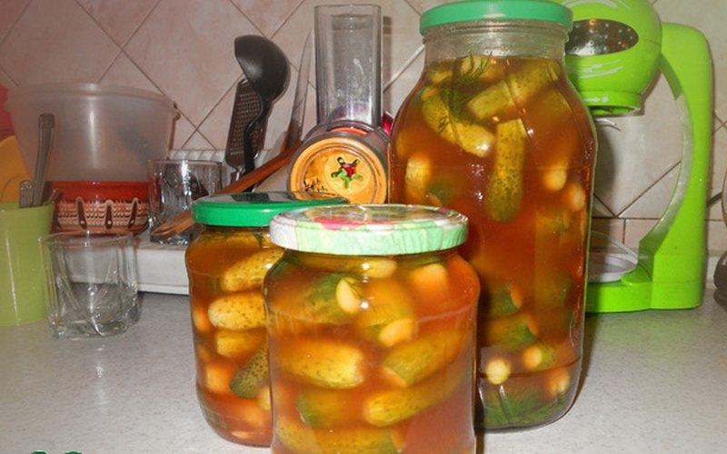 Огурцы в кетчупе чили.