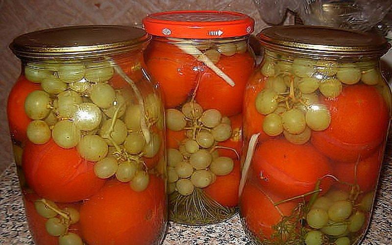 Помидоры с виноградом.