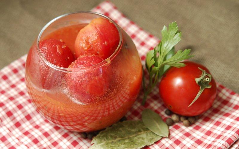 Рецепты вкусных томатов, маринованных на зиму