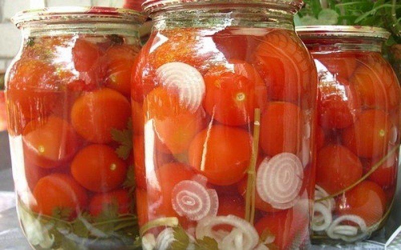 Как приготовить вкусные маринованные помидоры