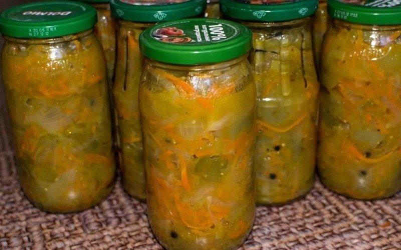 Икра из зеленых помидоров и кабачков.