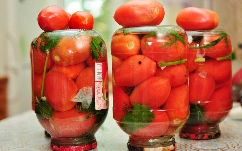 Как  вкусно солить помидоры: рецепты на зиму фото