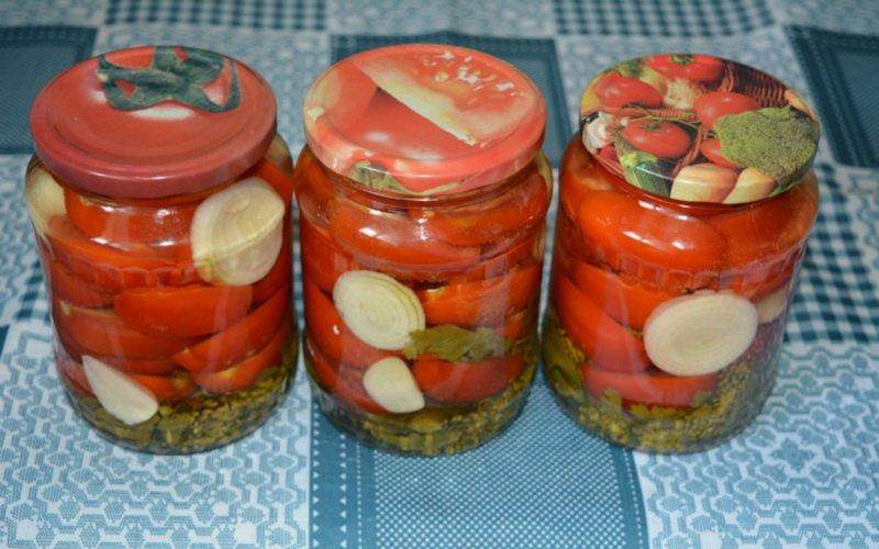 Рецепты вкусных домашних салатов из консервированных красных и зеленых помидоров