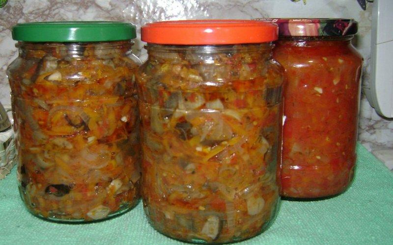 Салат из овощей с грибами.