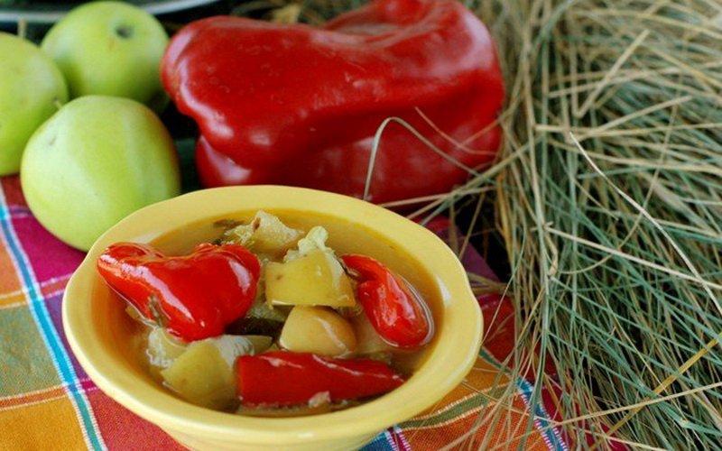 Перец, фаршированный яблоками.