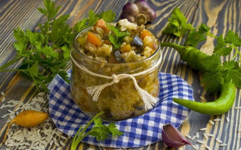 Овощной салат с рисом.