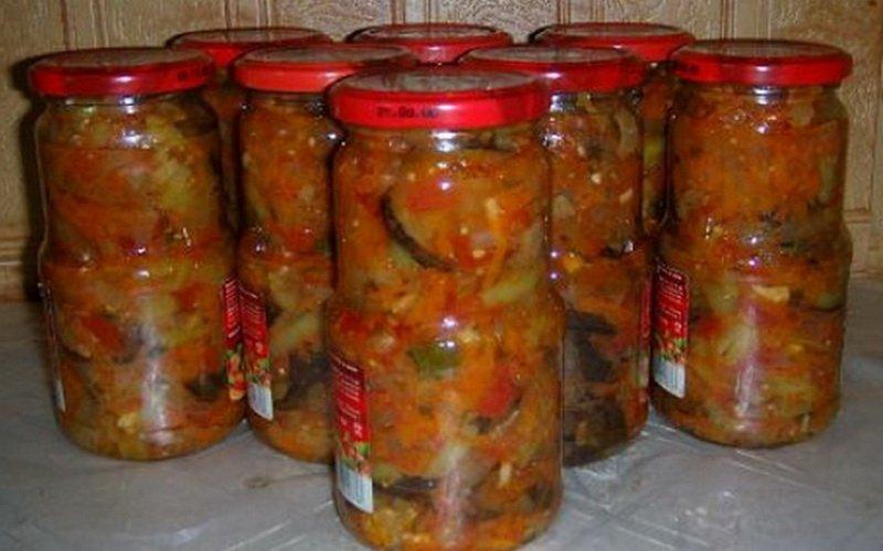 Овощной салат из баклажанов.