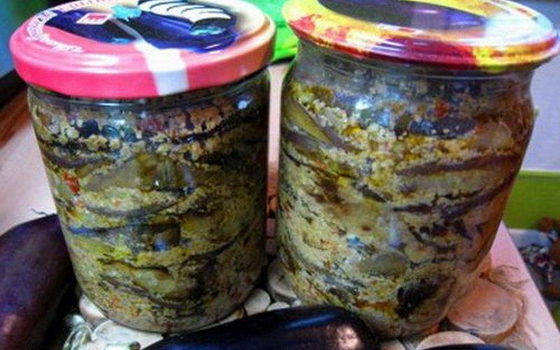 Баклажаны, консервированные с орехами.