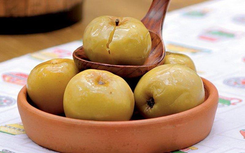 Моченые яблоки с хреном.