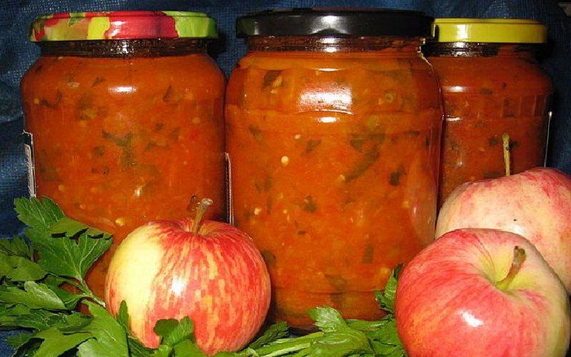 Кетчуп с яблоками и луком.