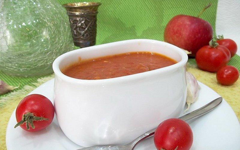 Кетчуп из помидоров с яблоками.