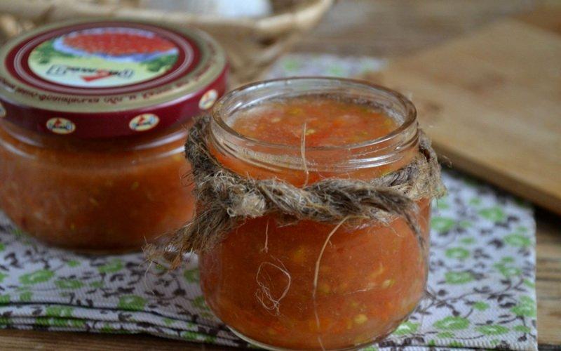 Аджика из перца и помидоров.