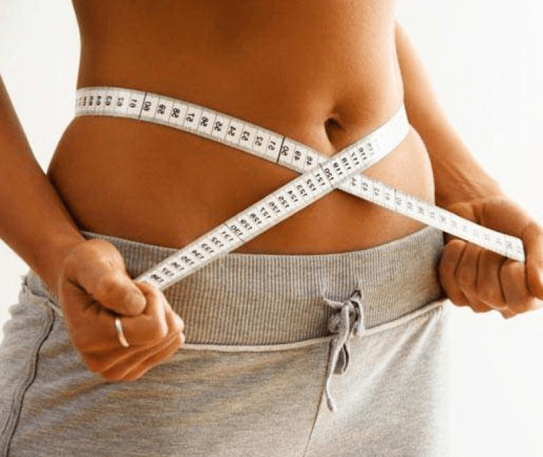 Девушка в процессе похудения
