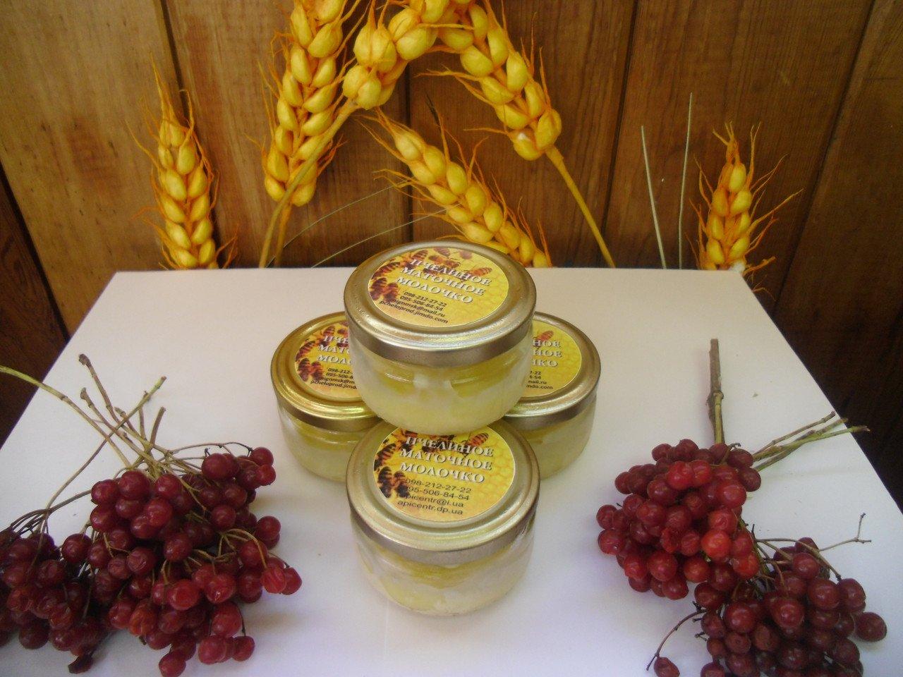Какими лечебными свойствами наделено пчелиное маточное молочко и как его можно принимать