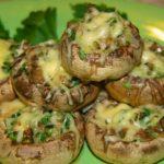 Картофель с начинкой из грибов
