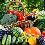 Овощи и фрукты в корзине
