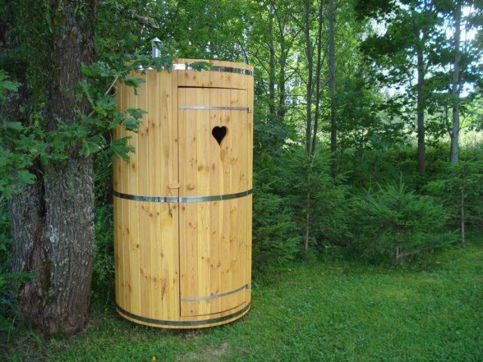 Круглый дачный туалет