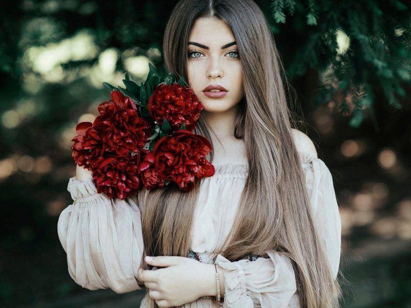 Цветы по знаку зодиака: какой букет подарить девушке и женщине